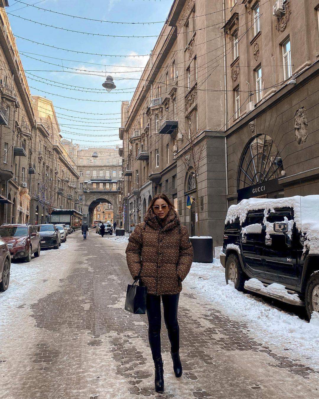 Ані Лорак показала нові фото з Києва, де вона перебуває вже кілька днів