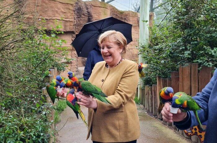 Ангела Меркель у парку птахів